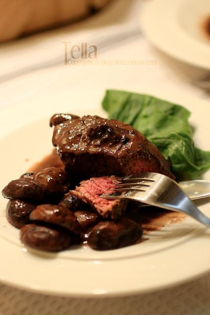 Filet mignon with red wine cream sauce | filet mignon. sauce ...
