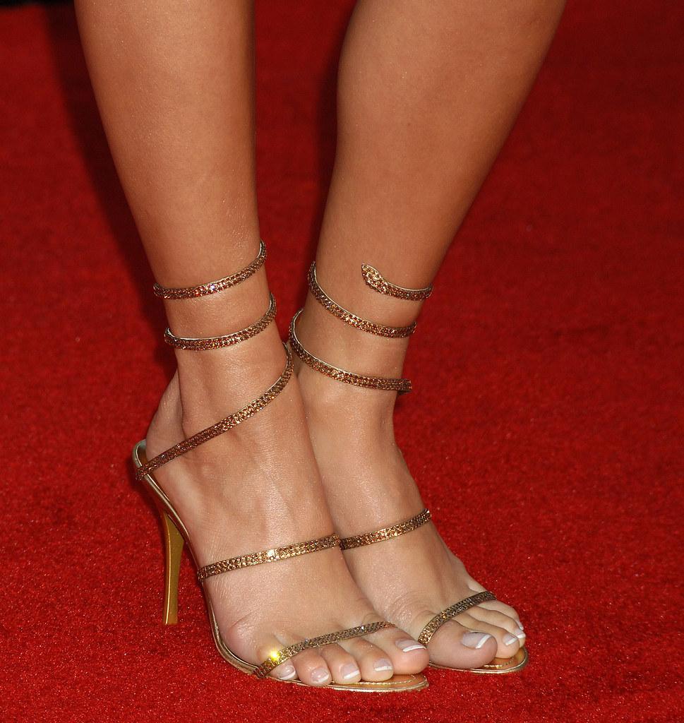 Vanessa hudgens toes