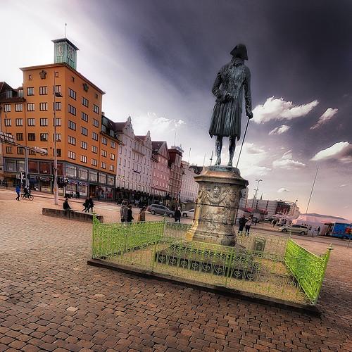 monument norway statue norge squareformat bergen squarecrop noreg 500x500 ludvigholberg sigma1020 nikond60 colorefexpro30 nikoncapturenx2 ppnotes