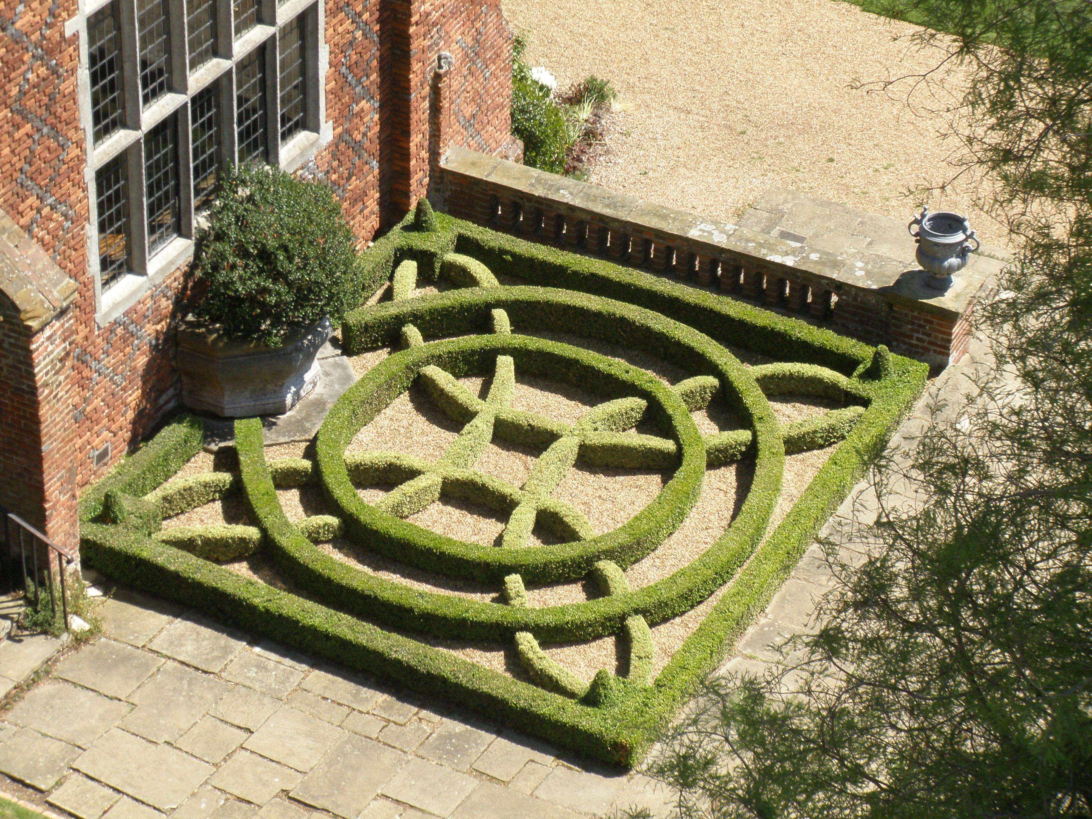 Tudor knot garden flickr photo sharing for Herb knot garden designs