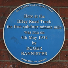 Photo of Roger Bannister blue plaque