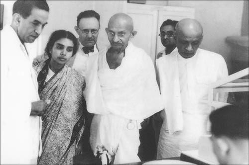 Dr. K.A. Hamied, Dr. Sushila Nayar, Dr. Rothenheim, Mahatma Gandhi, Sardar Vallabhbhai Patel.