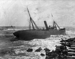 "The steam ship ""Hawea"" run ashore at the entrance to the Grey River, Greymouth, 30 October 1908"