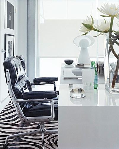 Home office via Miguel Flores Viana