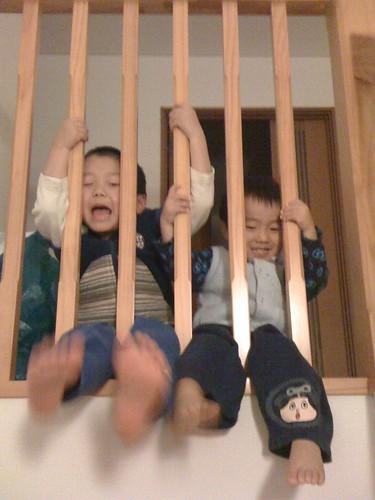 階段でばたばた