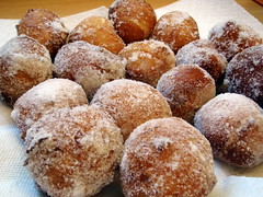 doughnut(0.0), pastry(0.0), ciambella(0.0), produce(0.0), loukoumades(0.0), pä…czki(0.0), malasada(1.0), oliebol(1.0), buã±uelo(1.0), sufganiyah(1.0), baked goods(1.0), poffertjes(1.0), food(1.0), dish(1.0), dessert(1.0), cuisine(1.0), beignet(1.0), powdered sugar(1.0),
