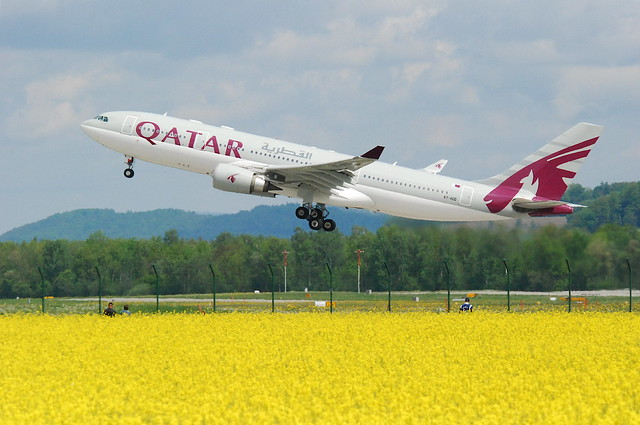 Qatar Airways Airbus A330-203; A7-ACD@ZRH;09.05.2010/571bg