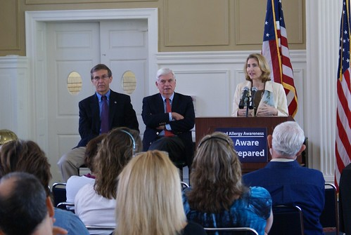 Dodd, Jackie Clegg Dodd Hold Forum on Food Allergies
