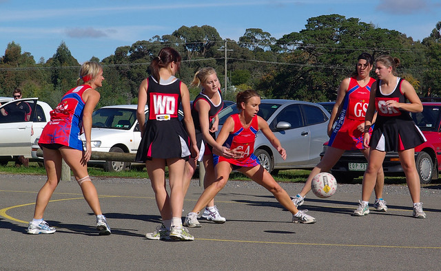 netball bounce pass 3039 | Flickr - Photo Sharing!