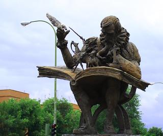 Изображение Miguel de Cervantes. madrid españa canon spain escultura estatua cervantes 2010 donquijote migueldecervantes sanchopanza comunidaddemadrid ccby canoneos1000d avenidadearcentales 12062010 juniode2010