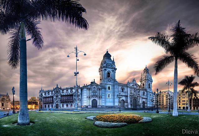 Plaza de Armas de Lima, Catedral y Palacio Episcopal (Perú)