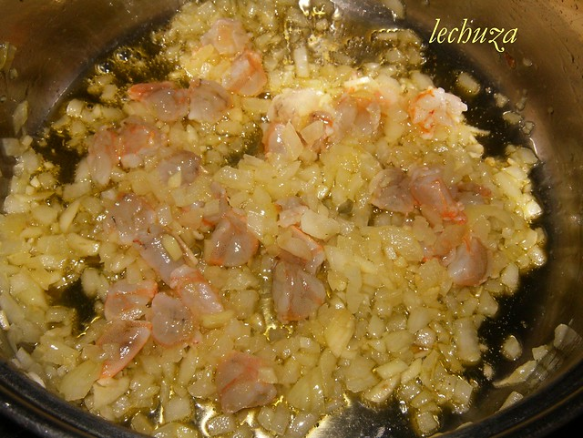 Sopa de pescado y marisco sofreir gambas flickr photo - Sopa de marisco y pescado ...