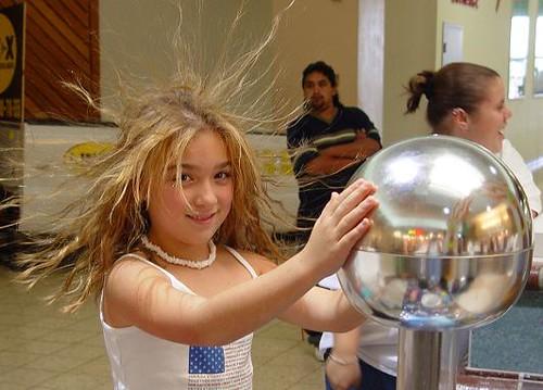 Van de graaff static energy generator