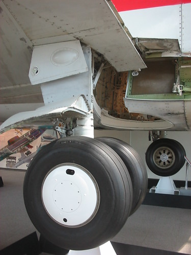 All Weather Tire >> Boeing 737-300 main gear, outer wheel and tire, port side ...