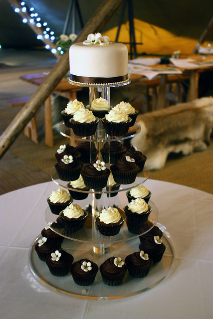 Chocolate Vanilla Tipi Wedding Cupcakes