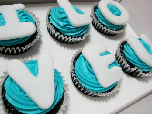 Cupcakes with Fondant Letters