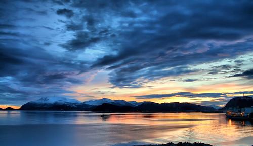 sea sky clouds dawn fjord fishingboat ålesund aalesund larigan valderøyfjord phamilton sunrisenearly