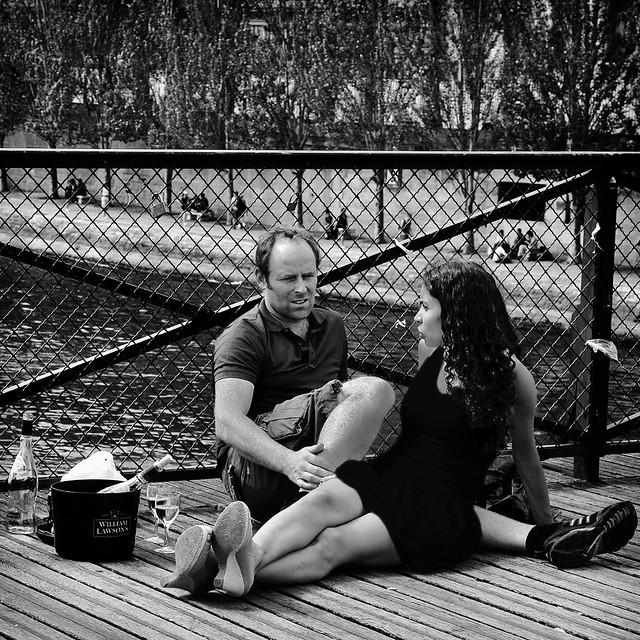 les amoureux du pont des arts .Ah ! Paris .....