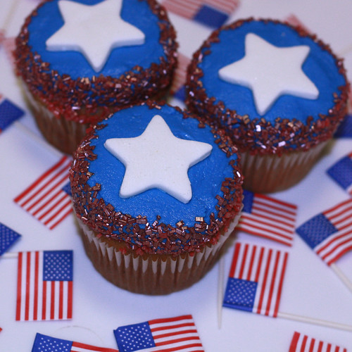 Patriotic Memorial Day and 4th of July Cupcakes by cushycakes