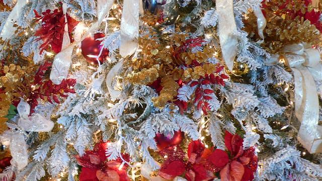 Christmas Decorations At The Royal Hawaiian