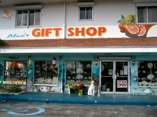 28 best gift stores in orange window display summer for Best museum shops online