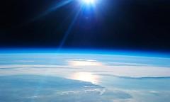 ¿Por qué el oxígeno no escapa de la atmósfera?