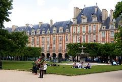 stately home(0.0), chã¢teau(0.0), estate(0.0), town square(0.0), neighbourhood(0.0), town(1.0), building(1.0), university(1.0), palace(1.0), city(1.0), public space(1.0), plaza(1.0), campus(1.0), park(1.0),