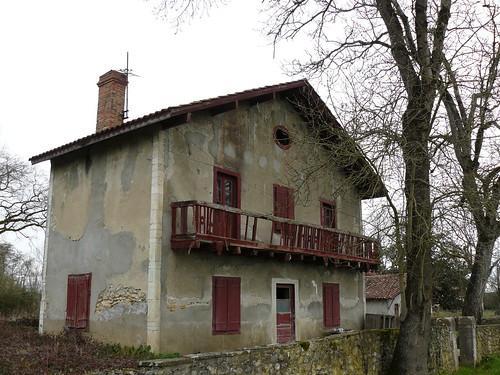 Saint Cricq-du-Gave (40), la maison rouge abandonnée, impasse du château