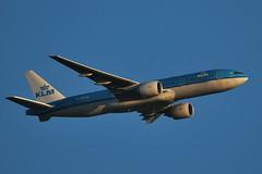 Approaching Schiphol at sunset KLM Boeing 777 (PH-BQI) from Osaka Kansai at 3.000ft