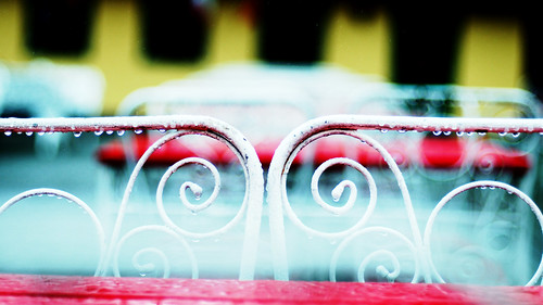 red rain yellow spiral 50mm nikon chairs bokeh sofa flickrmeet ystad d300 bibble5 cafébäckahästen upcoming:event=5767170