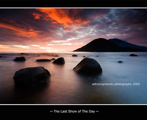 longexposure sunset red sun beach indonesia landscape photo rocks nopeople waterscape slowspeed malukuutara northmaluku tidore maitara alitrisnopranoto fokusmaut