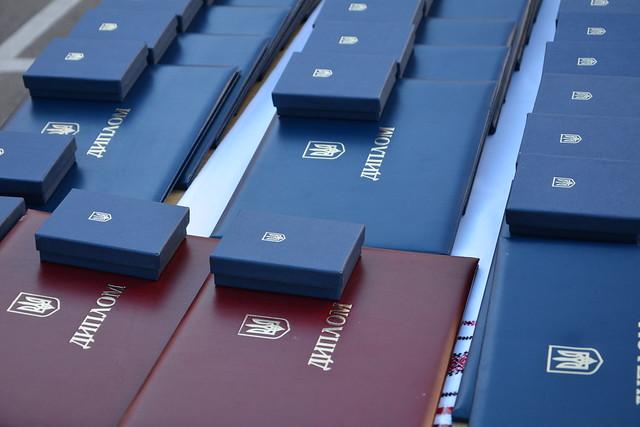 «Ви – сьогодення й майбутнє нашої спецслужби», ‒ Василь Грицак вручив дипломи випускникам Академії СБУ