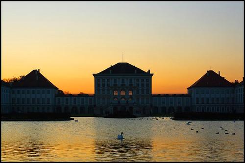 park light sunset lake castle munich münchen bayern bavaria see licht sonnenuntergang swans schloss schwan nymphenburg schwäne schlos abigfave