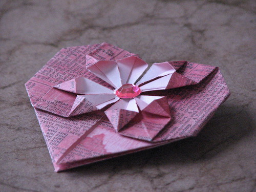 HOW TO FOLD ORIGAMI HEARTS « EMBROIDERY & ORIGAMI - photo#1