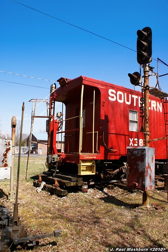 railroad tennessee trains caboose lanterns rails boxcar harriman kkk railroadcrossing depots yardengine roanecountytennessee joedavisrailroadcollection racialsigns