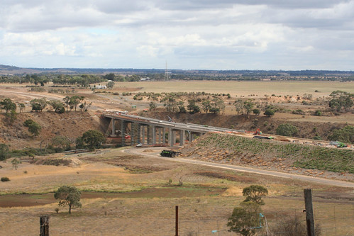 Building the Lewis Bandt Bridge to carry the Geelong Ring Road over the Moorabool River