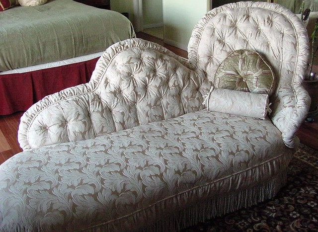 Fainting couch flickr photo sharing for Small fainting couch