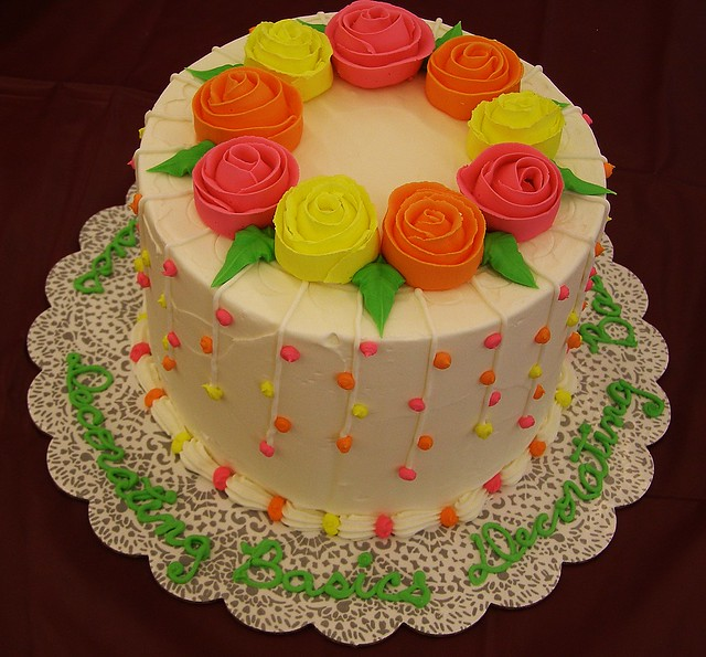 Cake Decorating The Basics : 4630004145_130fdcc804_z.jpg