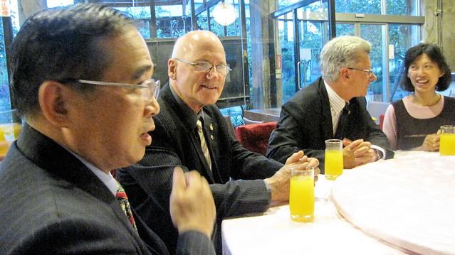 2010年5月份-金色山莊安排Hauraki市長拜會台南市南寧高中
