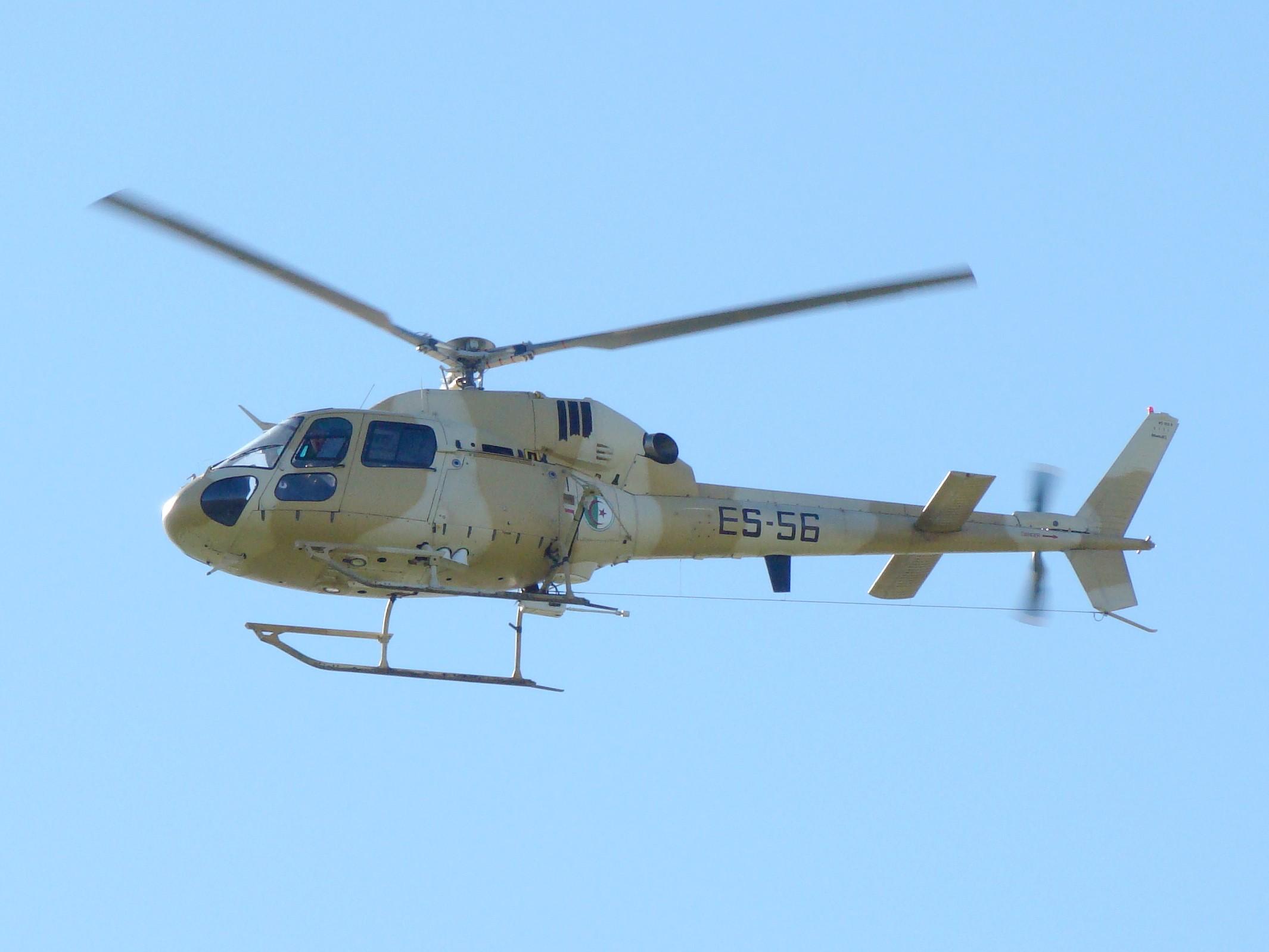 صور مروحيات القوات الجوية الجزائرية Ecureuil/Fennec ] AS-355N2 / AS-555N ] - صفحة 4 4374268948_87cb0ef917_o