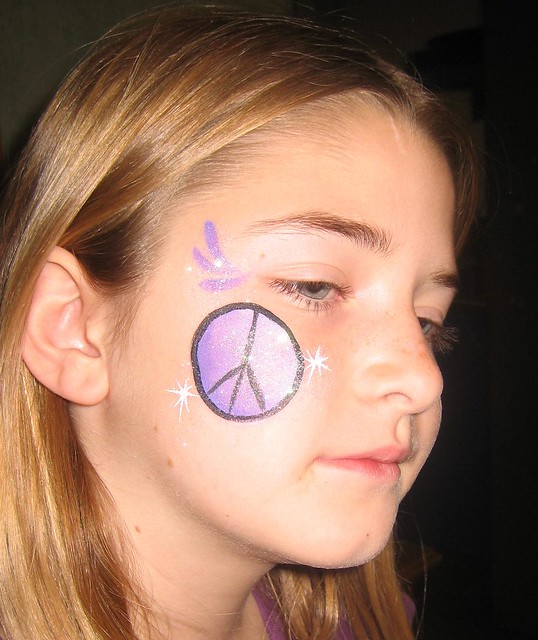 Face Painting Signs http://www.flickr.com/photos/faceartfantasy/4404557837/
