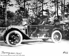 race car(0.0), rolls-royce silver ghost(0.0), automobile(1.0), vehicle(1.0), automotive design(1.0), monochrome photography(1.0), touring car(1.0), antique car(1.0), classic car(1.0), vintage car(1.0), land vehicle(1.0), luxury vehicle(1.0), black-and-white(1.0),
