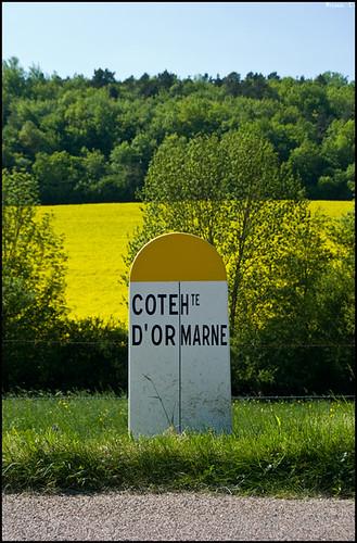 Borne de limite de département, Côte d'Or (21) / Haute Marne (52)