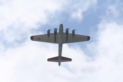 airplane aluminum norden overcast airshow b17 planes bomber 2009 flyingfortress warbird aluminium eaa oshkosh airventure aluminumovercast bombsight 2102516 n5017n aluminiumovercast