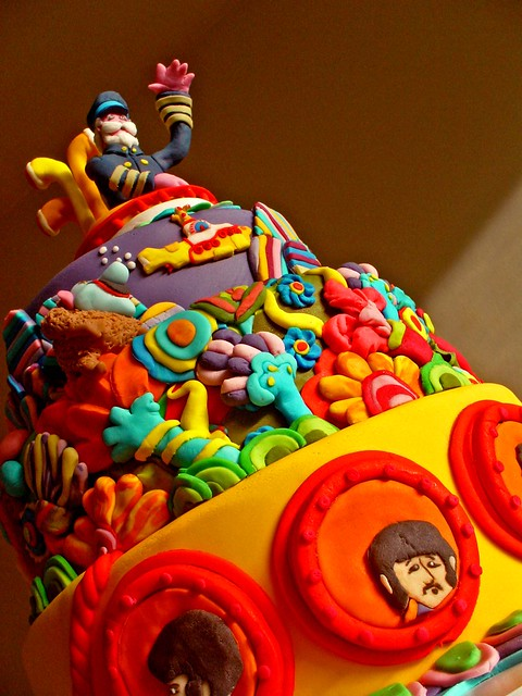 Bolo Yellow Submarine para matéria do Jornal da Tarde ( Yellow Submarine cake for the Jornal da Tarde Newspaper)