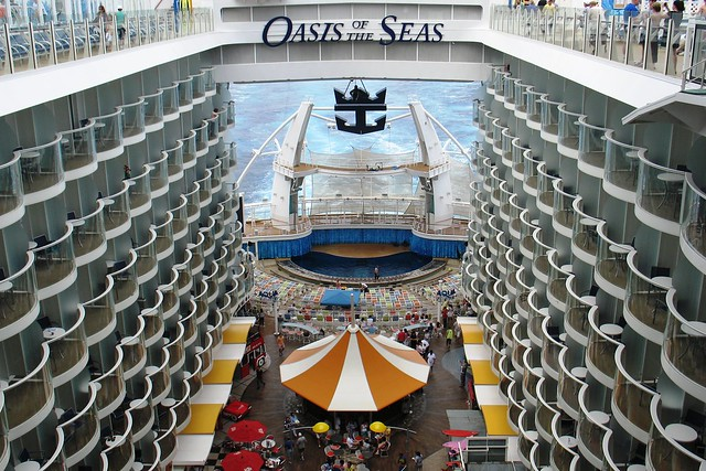 Aqua Theater aboard the Oasis of the Seas