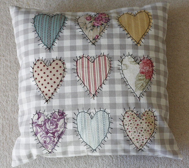 Thread sketch heart cushion