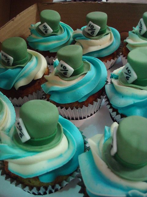 mad hatter cupcakes - photo #14