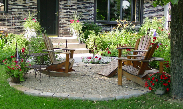 Gravel and Stone Patio | Front yard design included crush ... on Gravel Front Yard Ideas id=94537