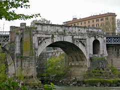 ancient roman architecture(0.0), aqueduct(0.0), viaduct(0.0), devil's bridge(1.0), arch(1.0), landmark(1.0), architecture(1.0), arch bridge(1.0), waterway(1.0), bridge(1.0),